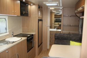 Eastern Caravan Hire Jayco starcraft caravan kitchen and oven